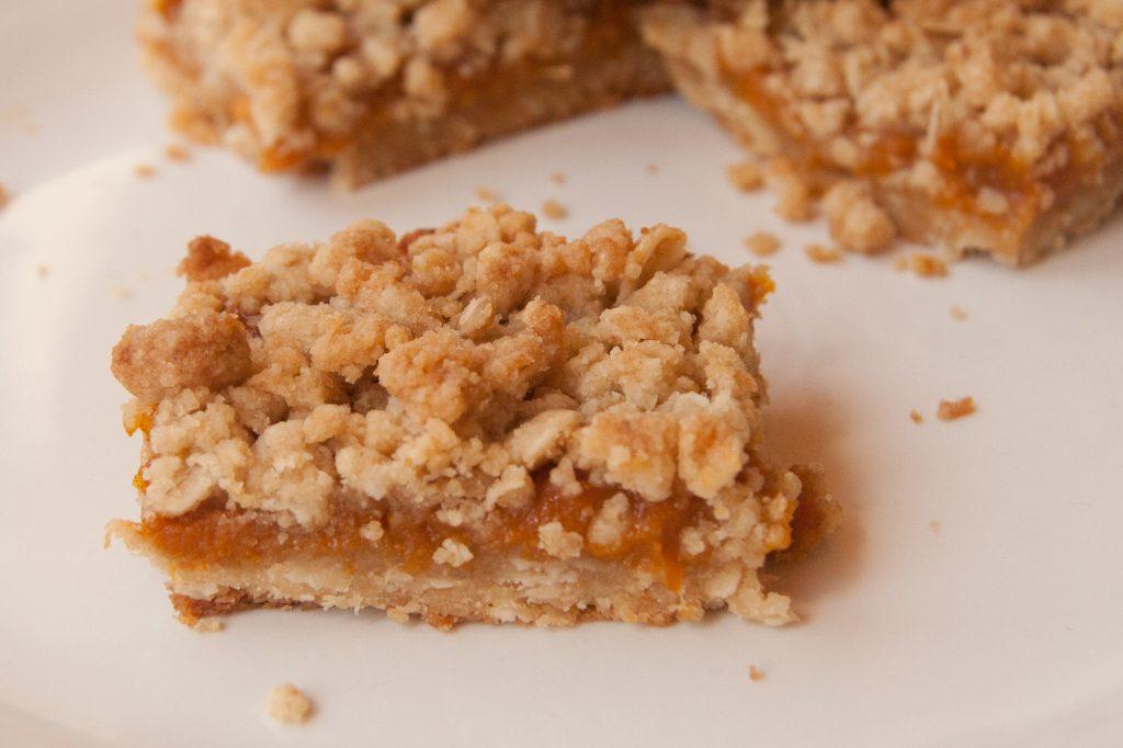 apricot crumble squares